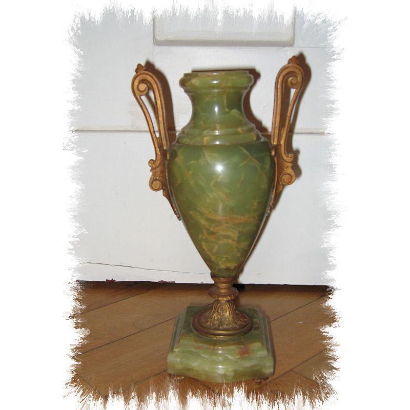 Antike Onix Pendule von S. Martie & Cie als Kaminset; gewidmet dem ...